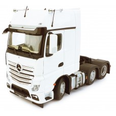 Mercedes-Benz Actros Gigaspace 6X2 White 1:32 Scale
